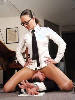 Шикарная грудастая женщина радует глаз повсеместно - секс порно фото