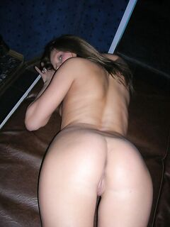Любительские кадры эротического соло сексуальной девушки на кровати - секс порно фото
