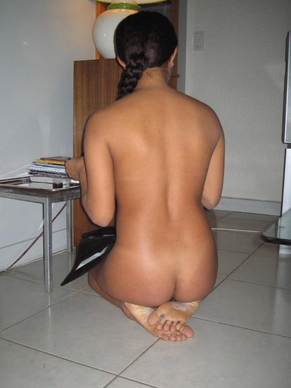 Пляжная и домашняя эротика от игривой мулатки - секс порно фото
