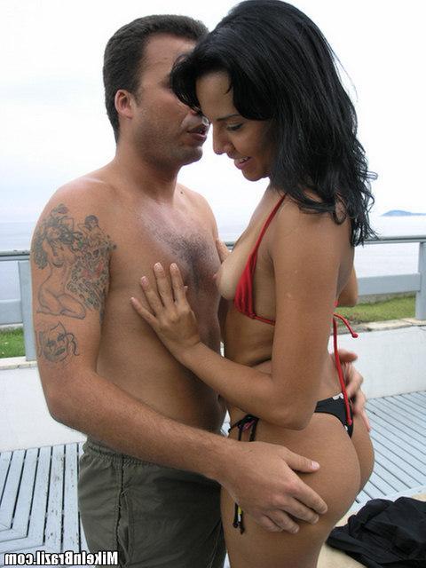 Латинка сосет член и трахается с дружком - секс порно фото