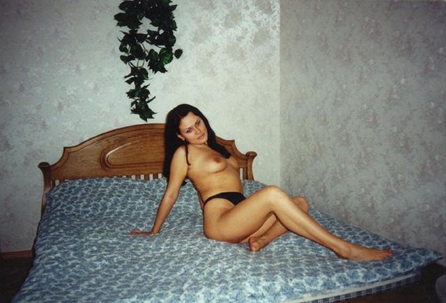 Ретро снимки девушек и женщин у себя дома - секс порно фото