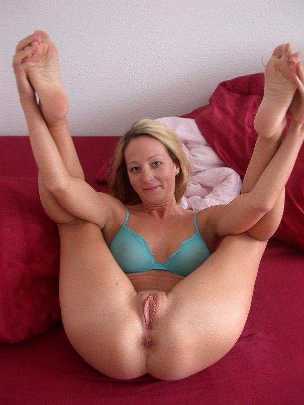 Очаровательные девушки и женщины до 40 лет сосут члены и позируют - секс порно фото