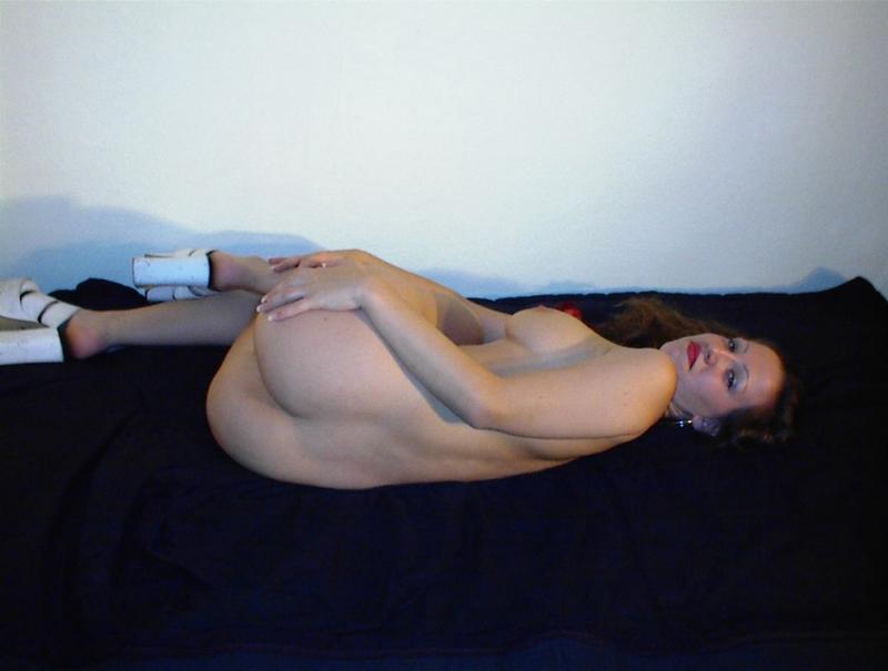 Раздвинула свои половые губы дома - секс порно фото