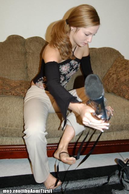 Милая девушка Дэйзи сосет член и трахается с любовником - секс порно фото