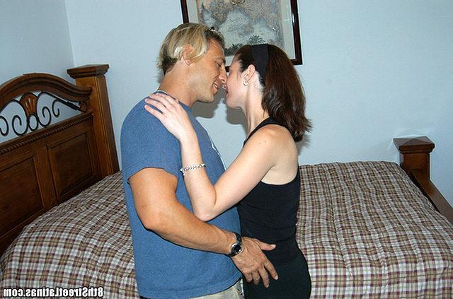 Пикапер привел незнакомку к себе потрахаться - секс порно фото