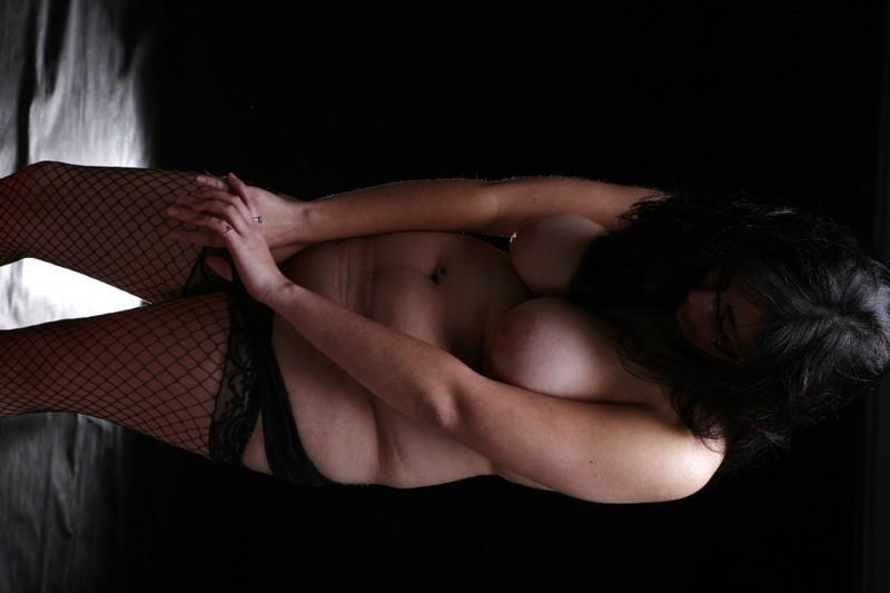 Полная азиатка разделась на камеру - секс порно фото