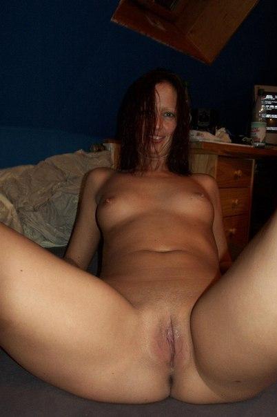 Зрелая женщина показывает свою горящую киску - секс порно фото