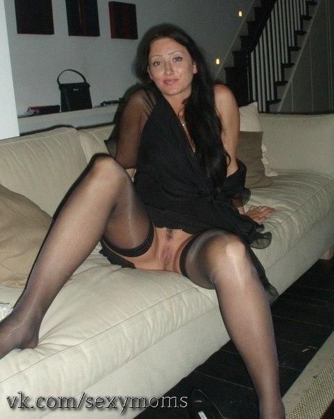 Одинокие женщины раздеваются и жаждут знакомств - секс порно фото