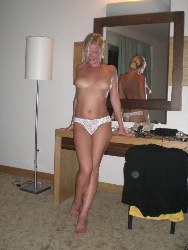 Всем очень хочется войти членом в задний дворик этой сучки - секс порно фото