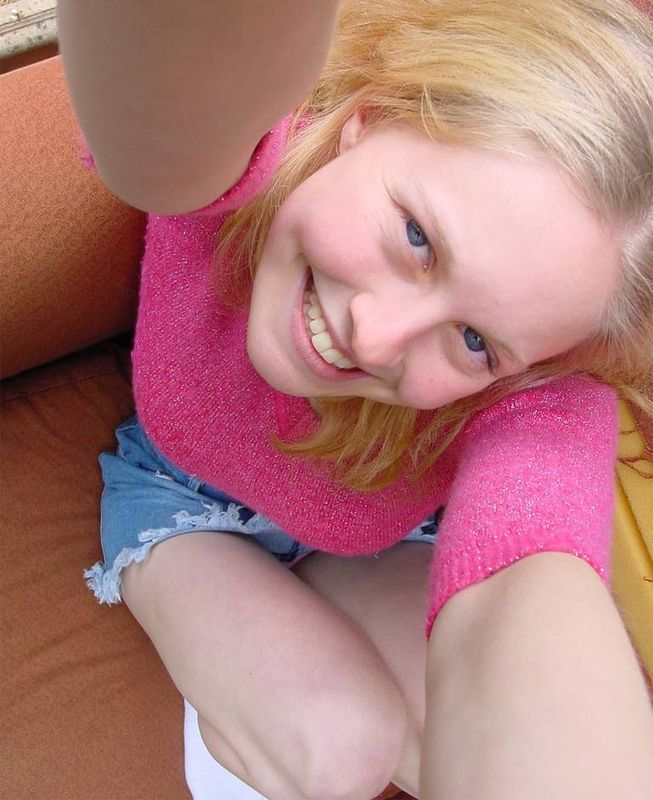 Провинциальная девушка со свисающими сиськами - секс порно фото