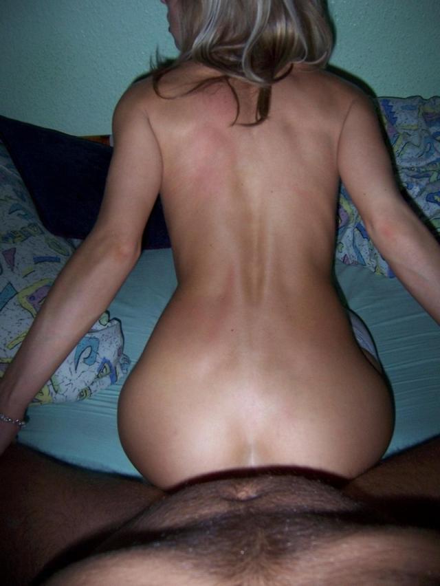 Дерзкая девушка не привыкла отказываться от случайного секса - секс порно фото