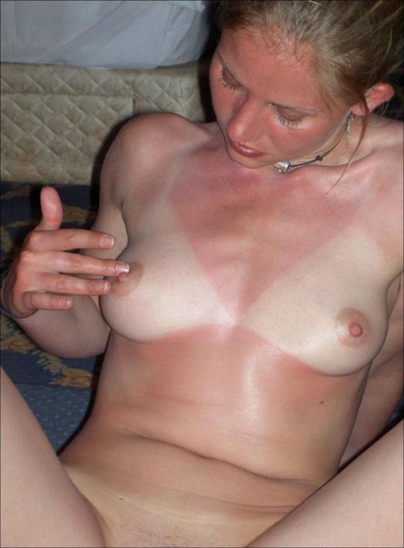 30-летняя девушка позирует голышом и трахается с мужчинами - секс порно фото